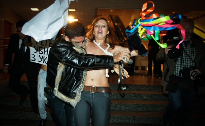 Video – Action des Femen Anti-Tymoshenko – Paris