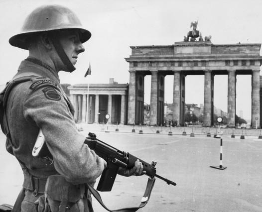 """""""ENDLICH FREI"""" – Die Geschichte der DDR Berliner Mauer – DerFilm"""
